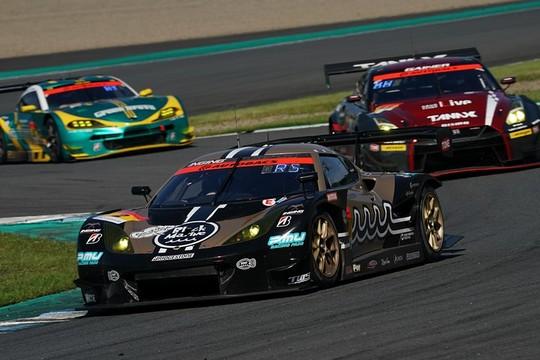 GT300クラス優勝は加藤寛規/阪口良平組(muta Racing Lotus MC)