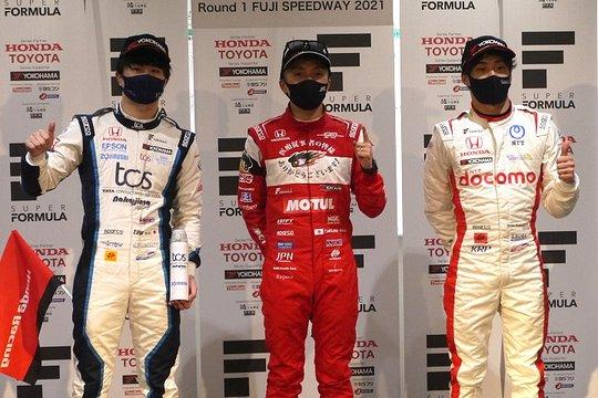 決勝フォトセッション: 上位3人のドライバーたち