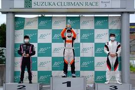 表彰式: 左から2位・岡本大地、優勝・上野大哲、3位・佐藤巧望