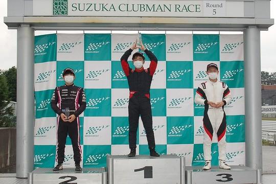 表彰式: 左から2位・岡本大地、優勝・冨田自然、2位・佐藤巧望