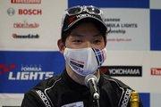 決勝記者会見: 優勝した名取鉄平(B-MAX RACING TEAM)