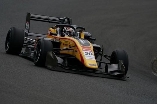 優勝は名取鉄平(B-MAX RACING TEAM)