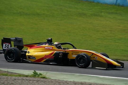 第13戦予選3位、第14戦予選6位の名取鉄平(Byoubugaura B-MAX Racing 320)