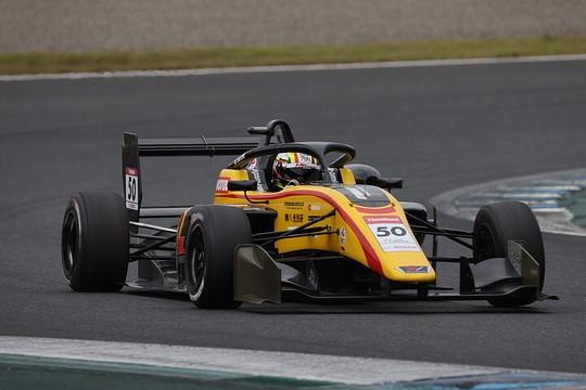 第15戦ポールポジション、第16戦予選2位の名取鉄平(B-MAX RACING TEAM)