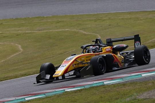 優勝は名取鉄平(Byoubugaura B-MAX Racing 320)