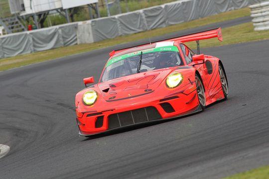 総合&ST-Xクラスポールポジションは永井宏明/上村優太/中山雄一組(16号車・PC Okazaki 911 GT3R)