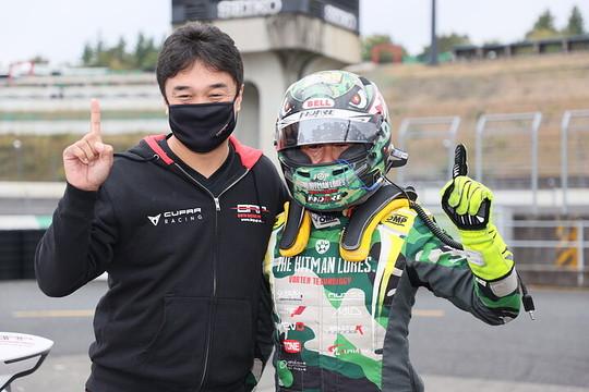 チャンピオンを獲得したヒロボン(バースレーシングプロジェクト【BRP】)