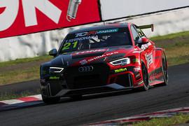 レース1: 決勝3位は篠原拓朗(Audi Team Hitotsuyama)