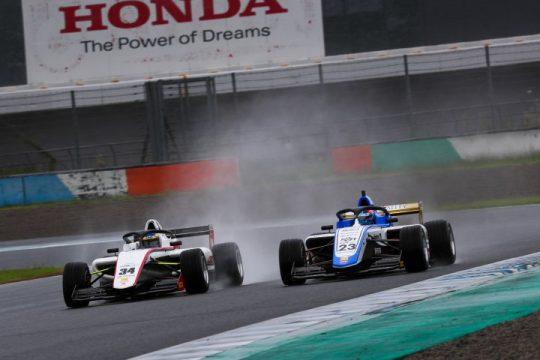 #34三浦 勝(CMS F111)#23YUGO(S2R Racing)